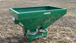Разбрасыватели минеральных удобрений – актуальная помощь в повышении урожайности