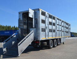 Новый полуприцеп для перевозки скота