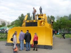Моделист воссоздаст самый большой бульдозер в мире