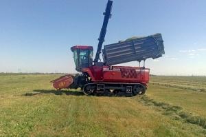 фото Комбайн кормоуборочный КВК-6033С на гусеничном ходу с бункером ПАЛЕССЕ FS6033C