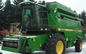 Комбайн зерноуборочный John Deere 2266