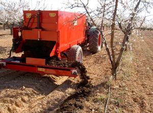 фото Разбрасыватель органических (навоз) и минеральных удобрений Industrias David