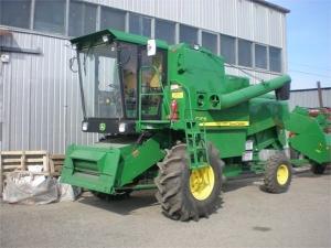 Комбайн зерноуборочный John Deere 3316