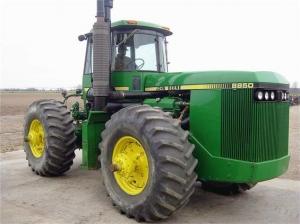 Колесный трактор John Deere 8850