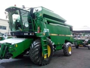 Комбайн зерноуборочный John Deere 2066